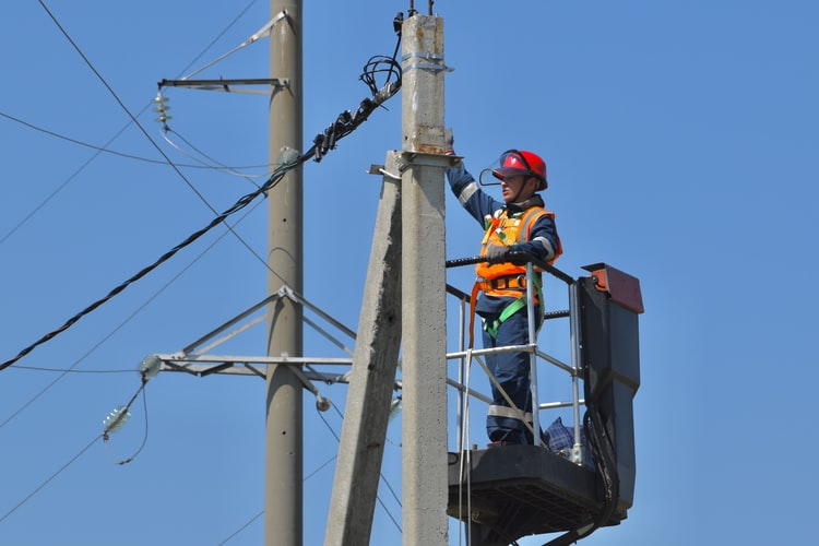 Challenges And Problems faced By The Electric Distribution Sector in India